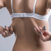 Gordura nas costas? Como a lipoaspiração pode ajudar?